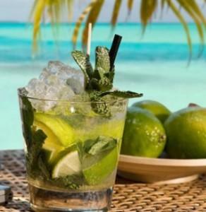 """Традиционный кубинский напиток  """"Мохито """" представляет собой коктейль из..."""