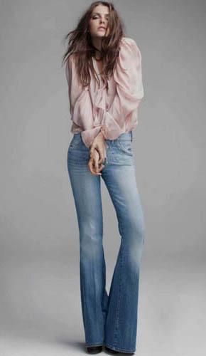 джинсы-клеш от колена