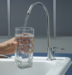 стакан воды из-под крана