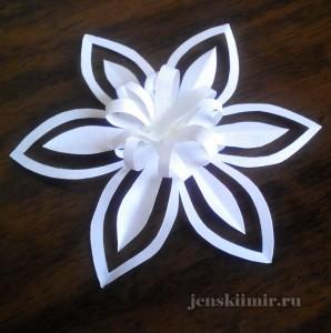 бумажная снежинка-лилия