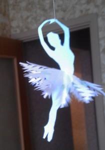 новогодняя снежинка из бумаги-балерина
