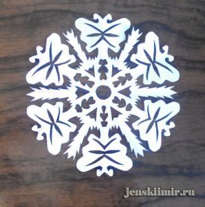 снежинка из бумаги на окно 4