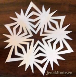 снежинка из бумаги на окно-5
