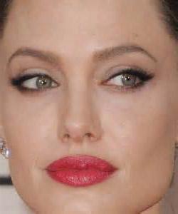 Макияж глаз со стрелками от Анджелины Джоли