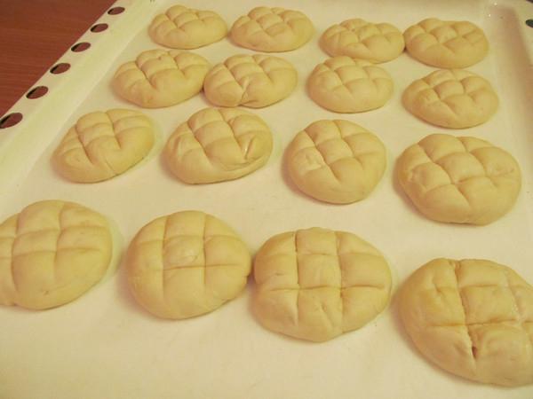 печем соленые булочки