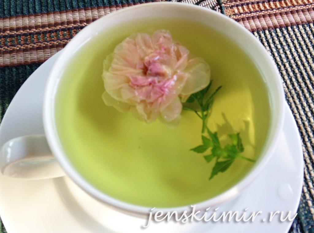 чай из розы с мятой и мелиссой